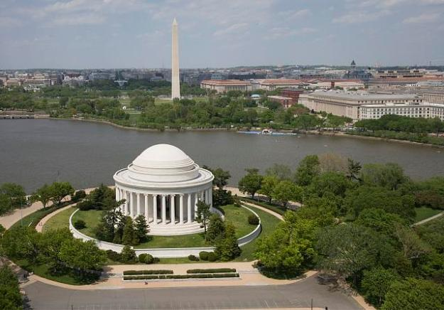 Aerial view of Jefferson Memorial and Washington Monument