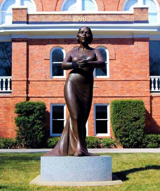 Marian Anderson Biography 1