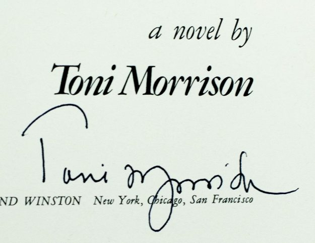 the-bluest-eye-toni-morrison-first-edition-signed-1970